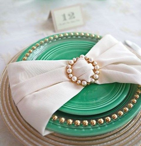 50 Ways To Use Brooches For Wedding Decor