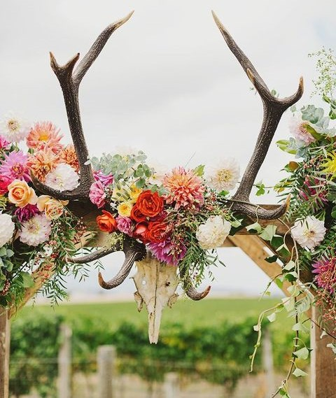 92 Awesome Ways To Use Antlers for Your Wedding