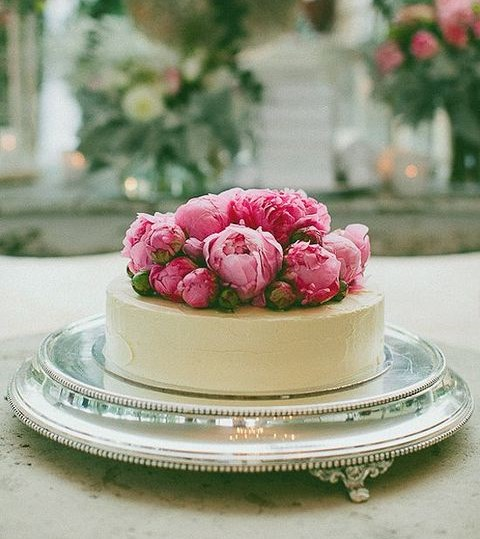one tier wedding cake with flowers 45 delicious one tier wedding cakes to get inspired 18032