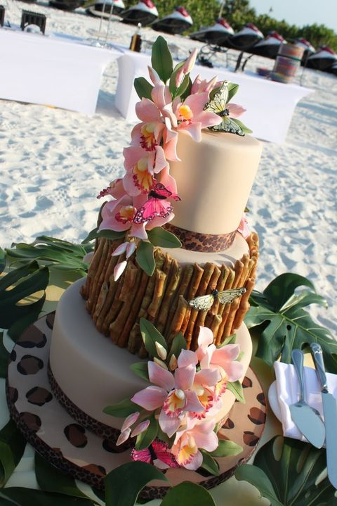 tropical themed wedding cakes 44 beautiful bold tropical wedding cakes happywedd 21273