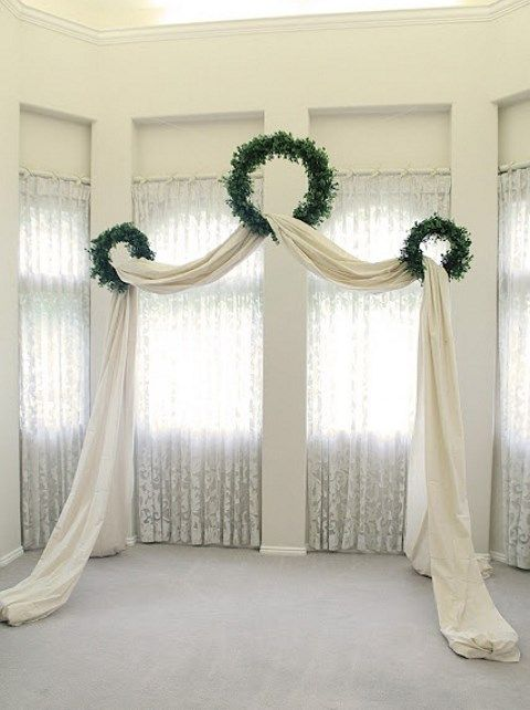 26 Winter Wedding Arches And Altars To Get Inspired