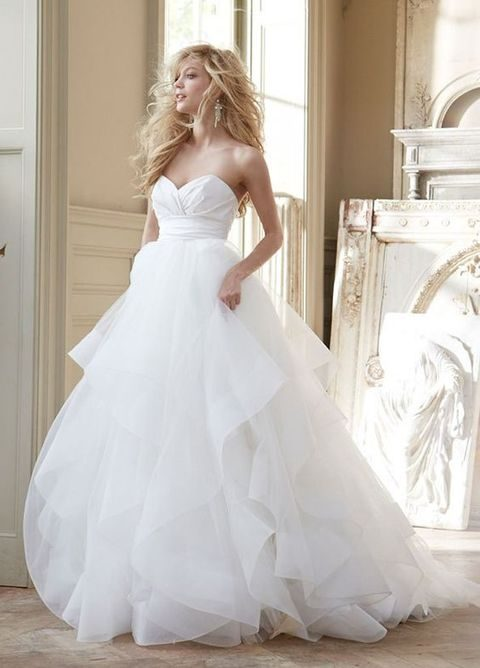 Strapless Sweetheart Wedding Dress With A Layered Tulle Skirt